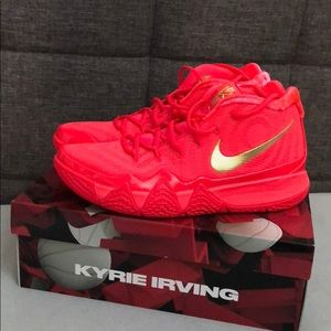 Kyrie 4 (Red carpet)